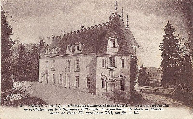 Photo du Monument Historique Château de Couzières situé à Veigné