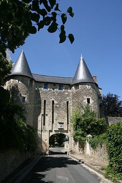 Photo du Monument Historique Ancienne abbaye Saint-Sauveur situé à Villeloin-Coulangé