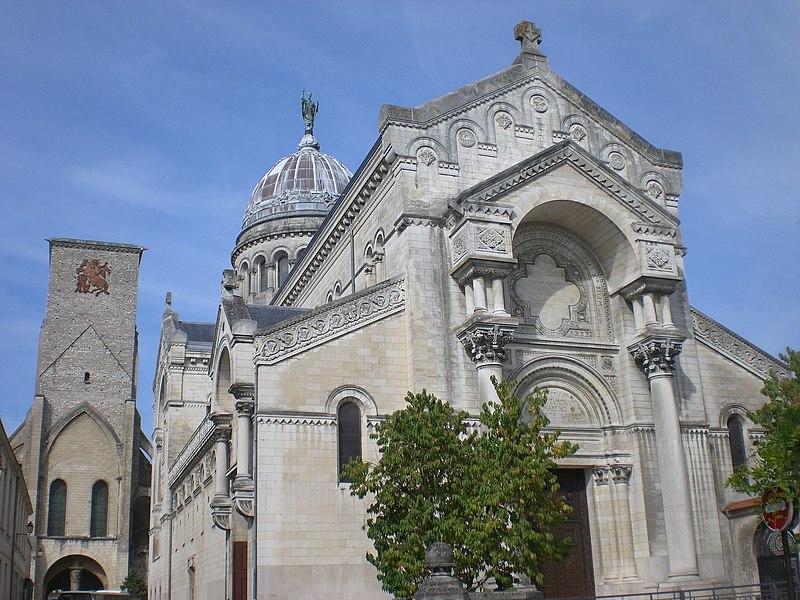 Photo du Monument Historique Basilique Saint-Martin situé à Tours