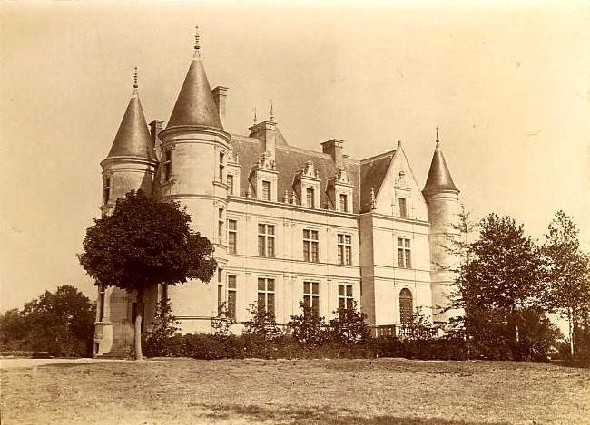 Photo du Monument Historique Domaine de la Donneterie et Ferme industrielle de Platé (également sur commune de Neuvy-le-Roi) situé à Neuillé-Pont-Pierre
