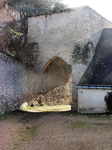 Photo du Monument Historique Ancien prieuré Saint-Pierre de Vontes situé à Esvres
