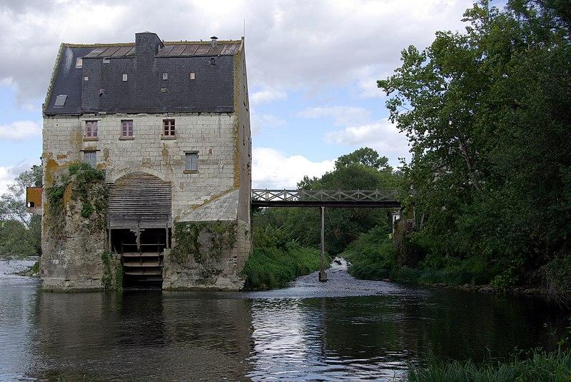Photo du Monument Historique Grand moulin de Ballan situé à Ballan-Miré