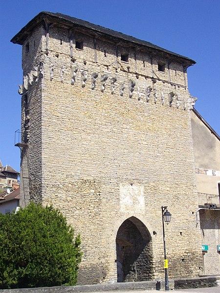 Photo du Monument Historique Porte de Ville dite Porte de Lyon situé à Crémieu
