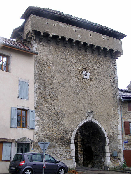 Photo du Monument Historique Porte de Ville dite Porte Neuve ou Porte François Ier situé à Crémieu