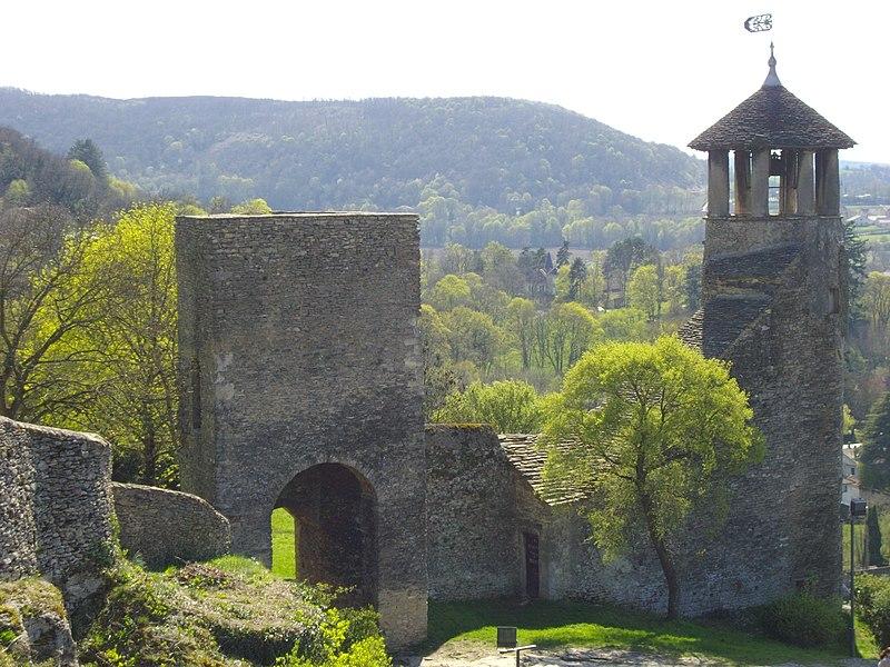 Photo du Monument Historique Tour de l'Horloge et tour carrée Saint-Hippolyte situé à Crémieu