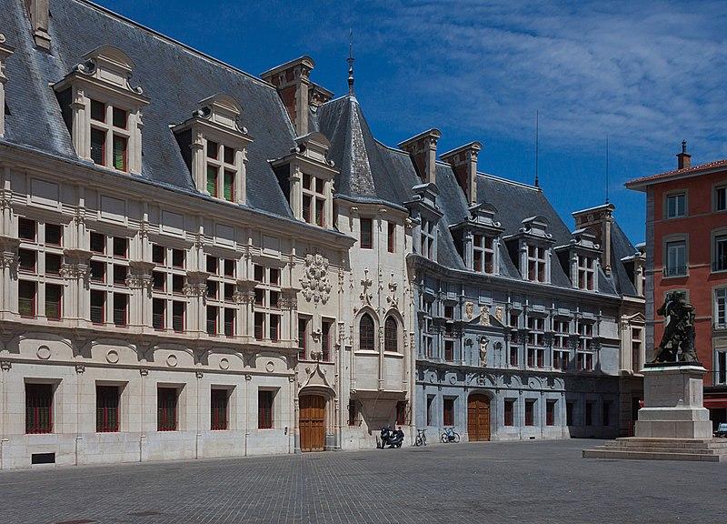 Photo du Monument Historique Palais de Justice situé à Grenoble