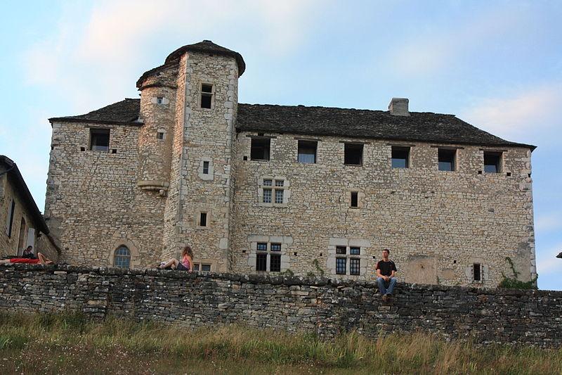 Photo du Monument Historique Château de Montagnieu situé à Soleymieu