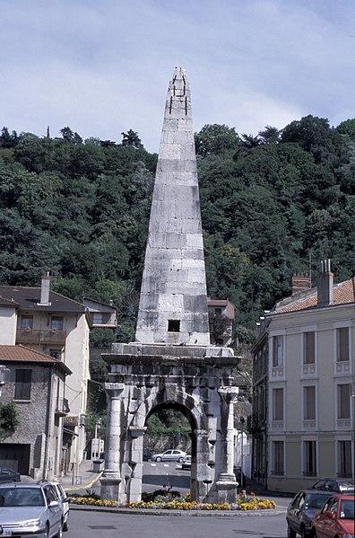 Photo du Monument Historique Aiguille (pyramide de la Spina du cirque) situé à Vienne