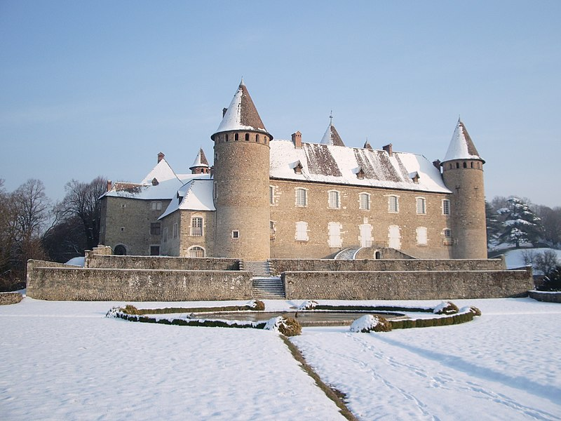 Photo du Monument Historique Château de Virieu situé à Virieu