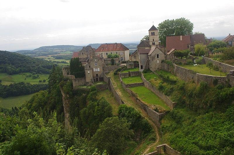 Photo du Monument Historique Abbaye situé à Château-Chalon