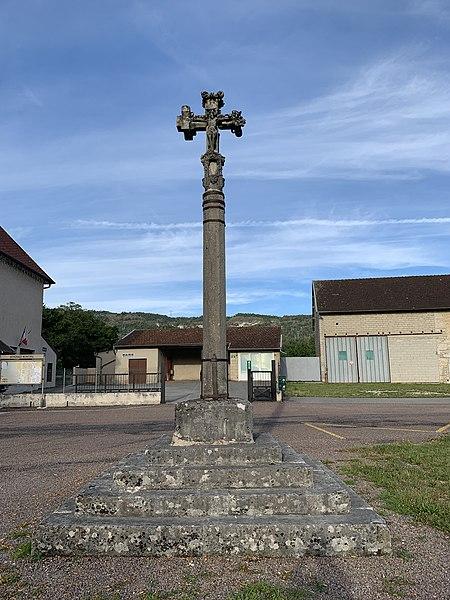 Photo du Monument Historique Croix en pierre datée de 1534 situé à Chemilla