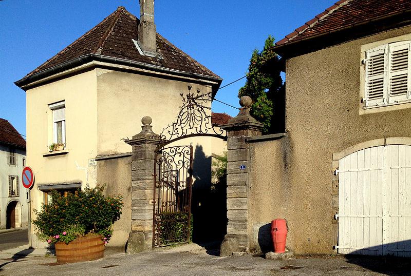 Photo du Monument Historique Maison de la Familiarité situé à Conliège