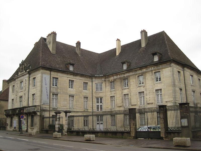 Photo du Monument Historique Caserne Bernard situé à Dole
