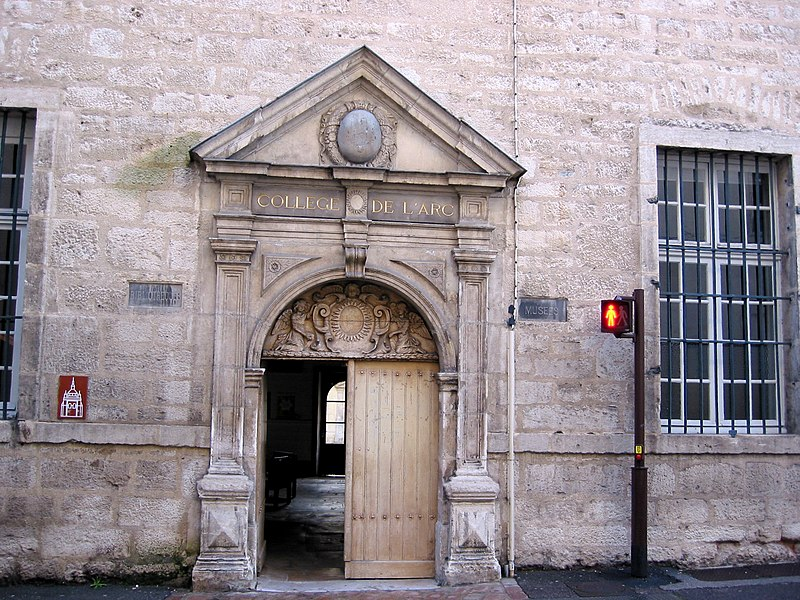 Photo du Monument Historique Collège de l'Arc, actuellement musée archéologique situé à Dole