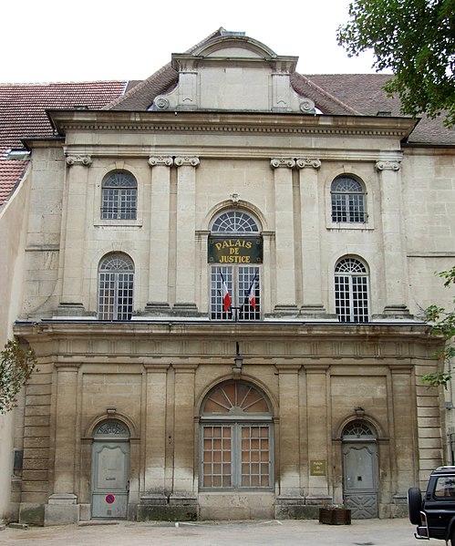 Photo du Monument Historique Ancien couvent des Cordeliers (puis palais de justice) situé à Dole