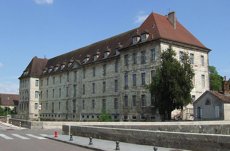 Photo du Monument Historique Hôpital de la Charité et bastion Saint-André situé à Dole