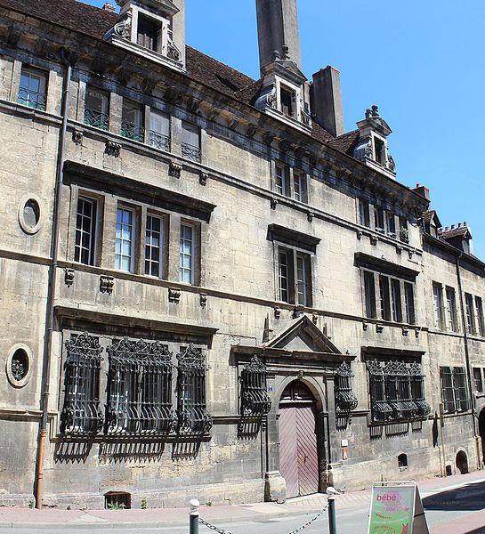 Photo du Monument Historique Hôtel de Froissard dit aussi hôtel de Balay situé à Dole