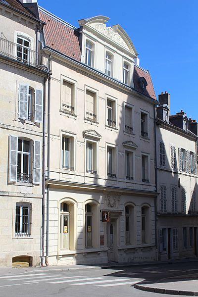 Photo du Monument Historique Hôtel de Genève situé à Dole
