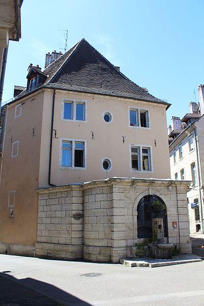 Photo du Monument Historique Maison dite ancien hôtel Luc de Saint-Mauris situé à Dole