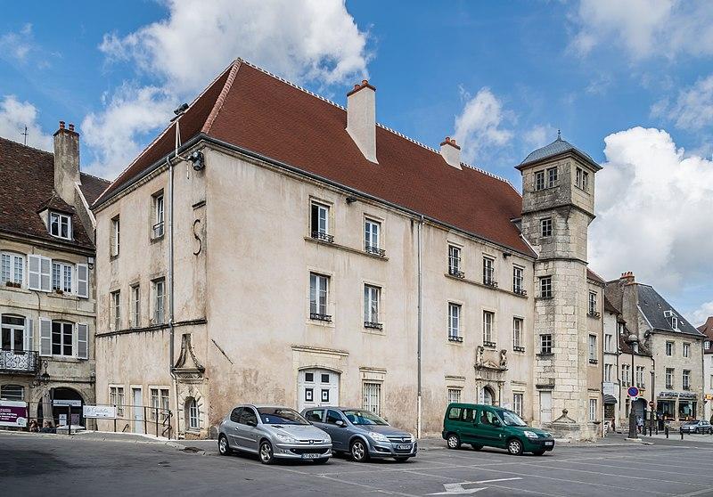 Photo du Monument Historique Hôtel de ville situé à Dole