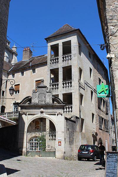 Photo du Monument Historique Palais Granvelle situé à Dole