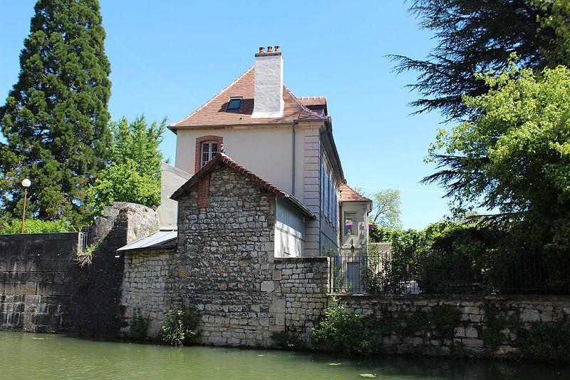 Photo du Monument Historique Pavillon des Archers situé à Dole