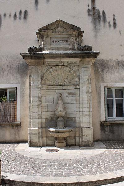 Photo du Monument Historique Fontaine situé à Lons-le-Saunier