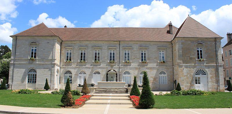 Photo du Monument Historique Hôtel de ville situé à Lons-le-Saunier
