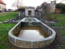 Photo du Monument Historique Fontaine avec ses trois lavoirs situé à Mutigney
