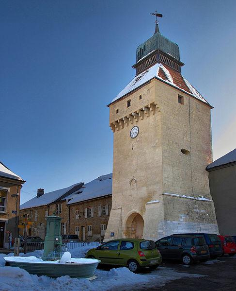 Photo du Monument Historique Porte de Ville dite Porte de l'Horloge situé à Nozeroy