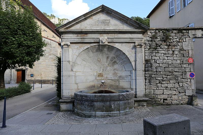 Photo du Monument Historique Fontaine publique dite Fontaine des Morts situé à Poligny