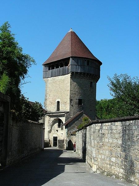 Photo du Monument Historique Tour de la Sergenterie situé à Poligny