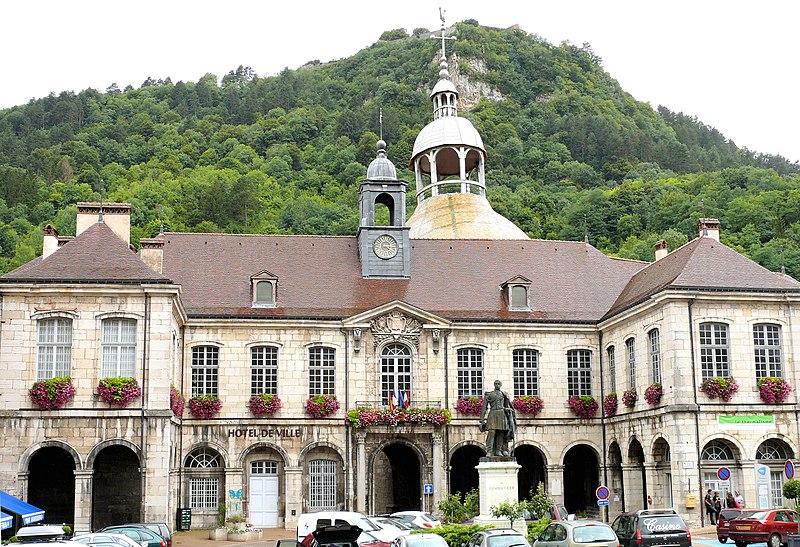 Photo du Monument Historique Hôtel de ville situé à Salins-les-Bains
