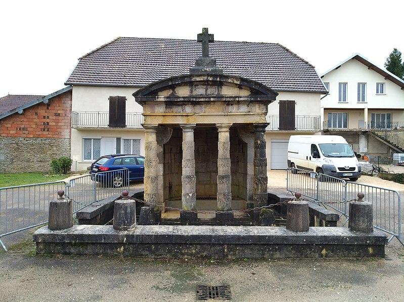 Photo du Monument Historique Fontaine Publique situé à Sermange