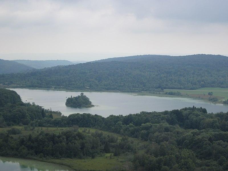 Photo du Monument Historique Ile de la Motte, sur le lac d'Ilay situé à La Chaux-du-Dombief