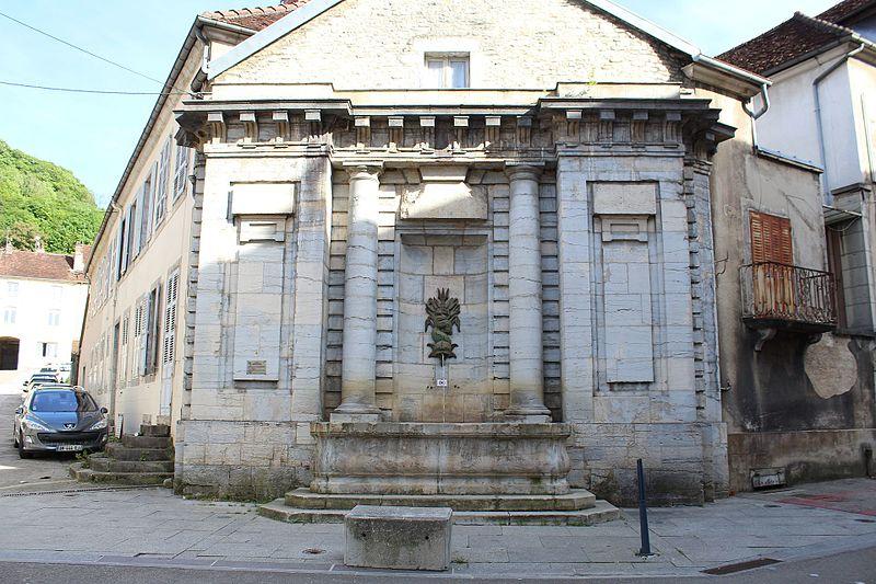Photo du Monument Historique Fontaine de la Sirène situé à Poligny