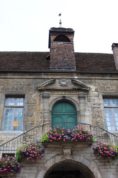 Photo du Monument Historique Hôtel de ville, ancien bailliage et anciennes prisons situé à Poligny