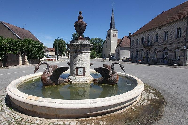 Photo du Monument Historique Fontaine situé à Thervay