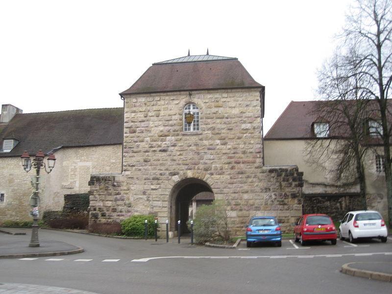 Photo du Monument Historique Enceinte urbaine situé à Dole