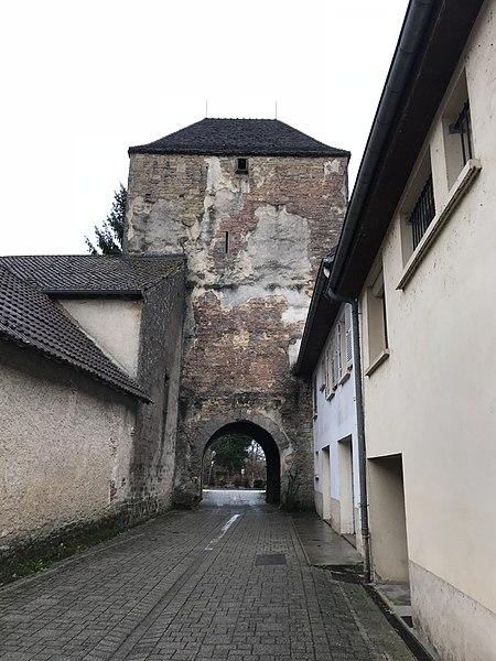 Photo du Monument Historique Enceinte du bourg situé à Rochefort-sur-Nenon