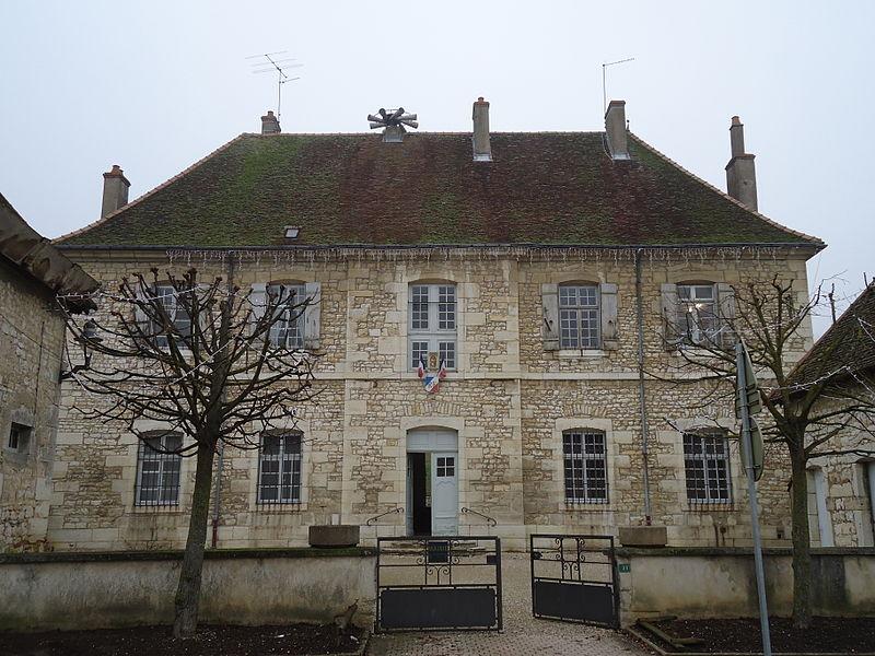 Photo du Monument Historique Maison des Ursulines de Dole, actuelle mairie situé à Choisey