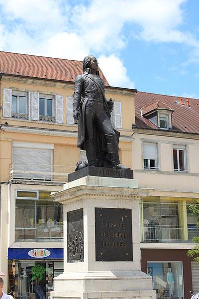 Photo du Monument Historique Monument du Général Lecourbe situé à Lons-le-Saunier