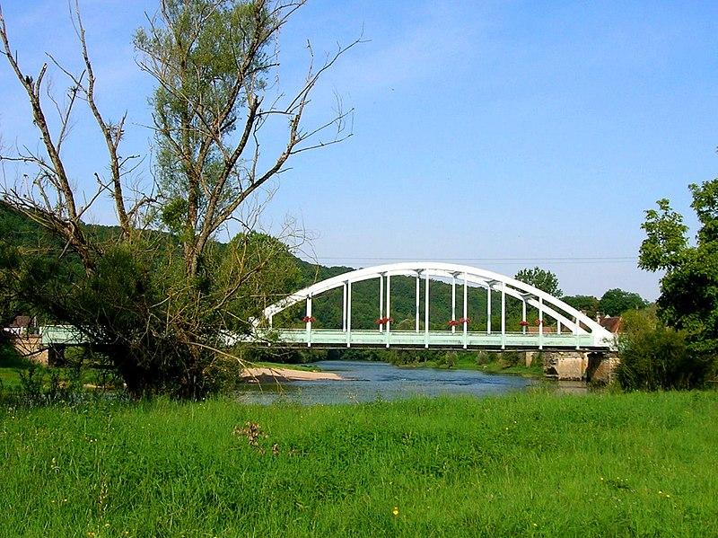 Photo du Monument Historique Pont bow-string de la route départementale no 48 situé à Port-Lesney
