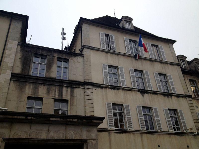 Photo du Monument Historique Ancien couvent des Bénédictins, actuellement préfecture situé à Lons-le-Saunier