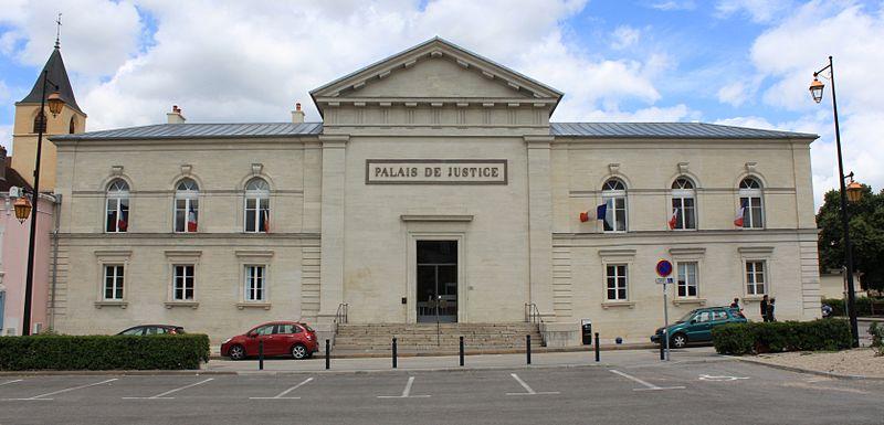 Photo du Monument Historique Palais de Justice situé à Lons-le-Saunier