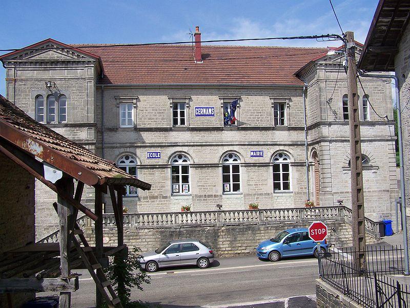 Photo du Monument Historique Ecole - mairie situé à Cernans