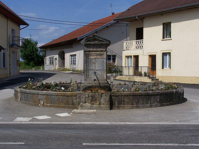 Photo du Monument Historique Fontaine-lavoir situé à Cernans