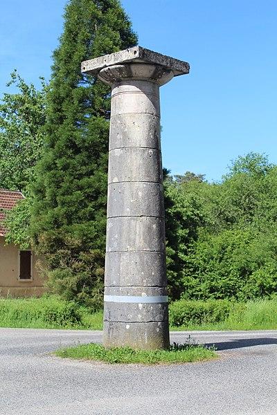 Photo du Monument Historique Bornes-colonnes de la forêt de Chaux situé à Dole ; Loye (La) ; Falletans ; Belmont ; Augerans ; Vieille-Loye (La) ; Eclans-Nenon ; Santans ; Our ; Etrepigney ; Plumont ; Chatelay ; Chissey-sur-Loue ; Fraisans ; Courtefontaine