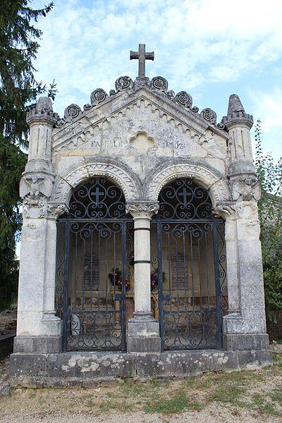 Photo du Monument Historique Monument funéraire de la famille Daloz, situé dans le cimetière situé à Lons-le-Saunier