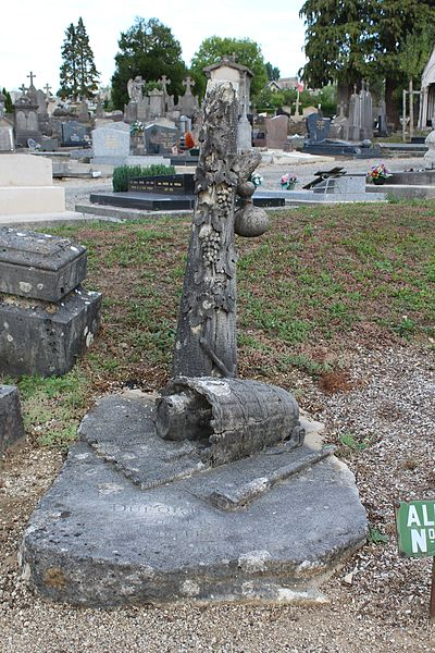 Photo du Monument Historique Monument funéraire du vigneron François Dufort, situé dans le cimetière situé à Lons-le-Saunier